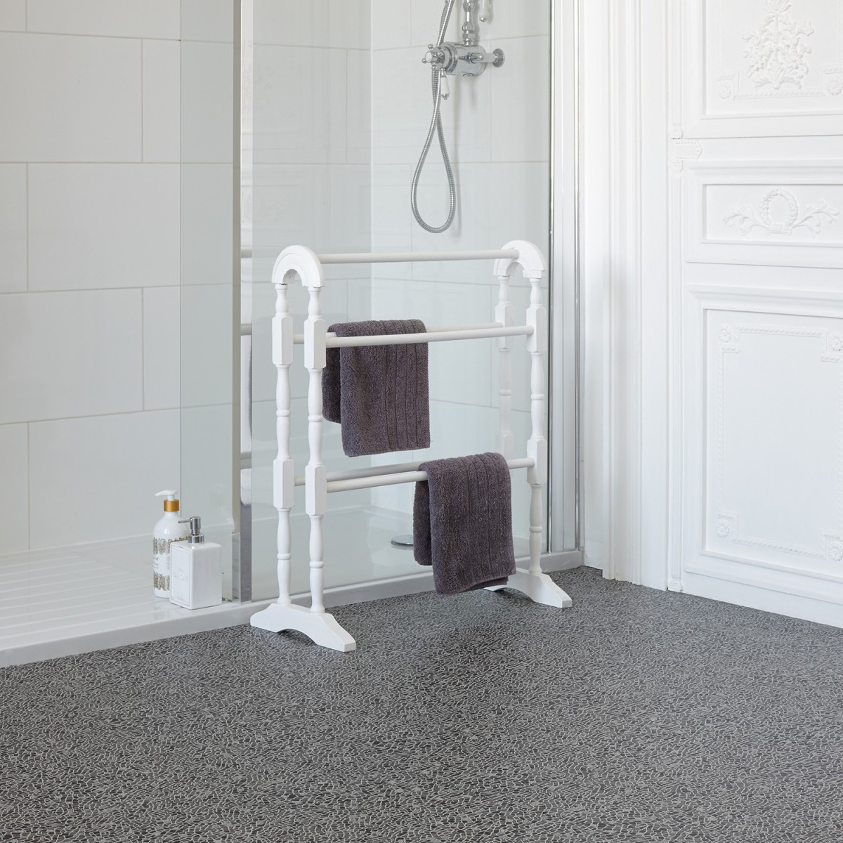 Carpetright vinyl flooring bathroom starfloor tile retro for Carpetright bathroom lino