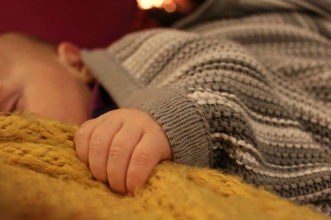 20 things that go through my mind during nightfeeds