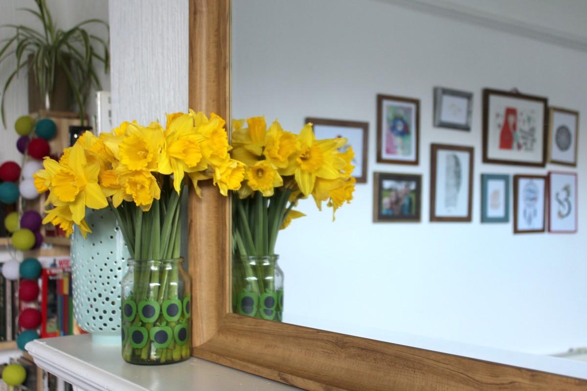 daffodils spring shelfie