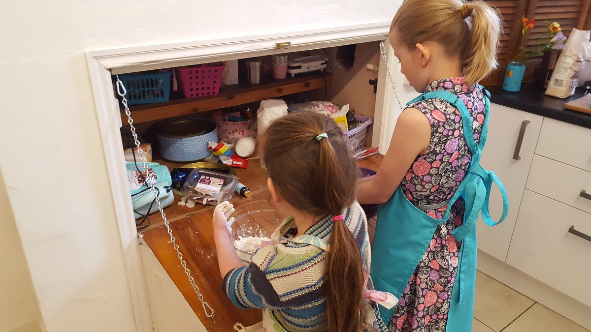 girls baking
