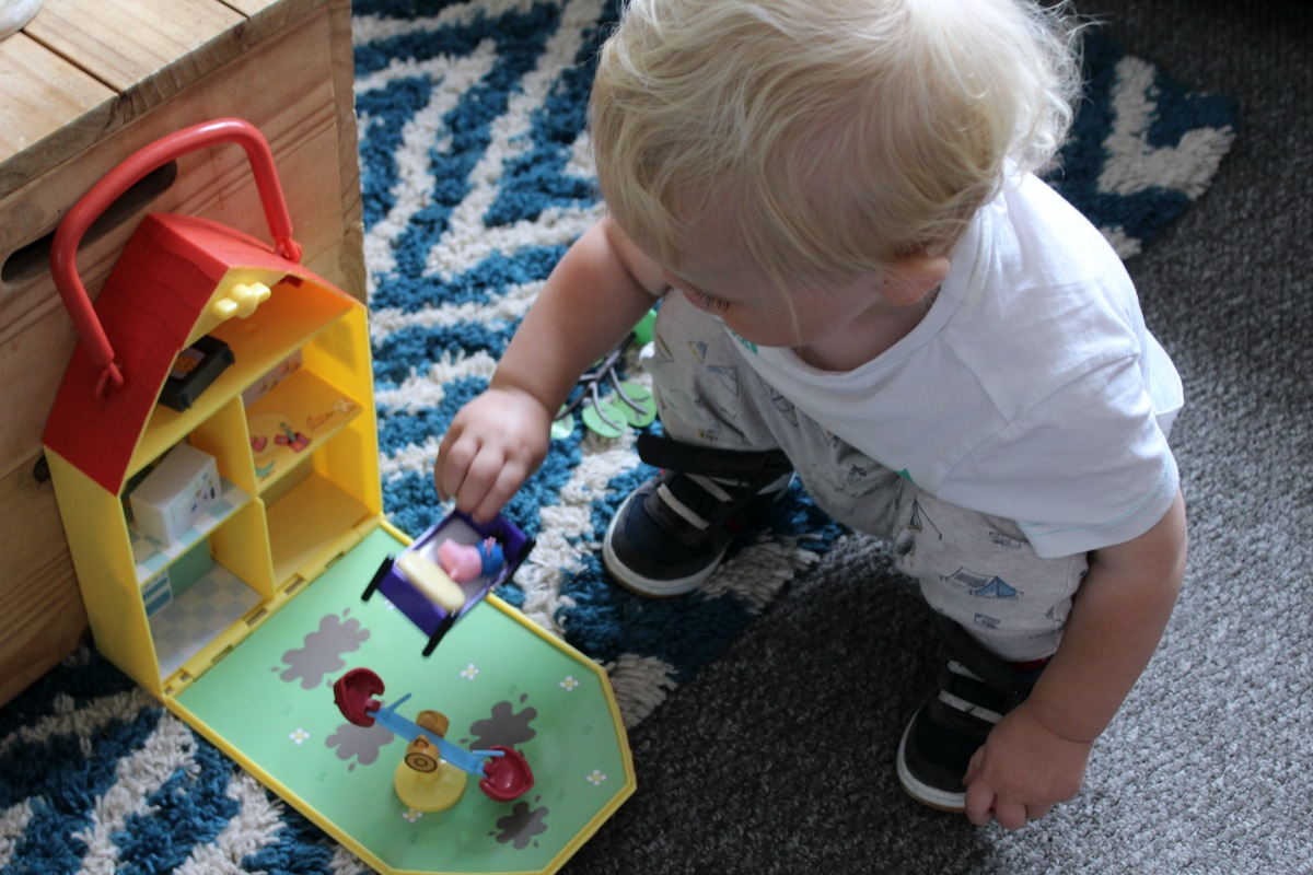 beastie playing peppa pig classic toys