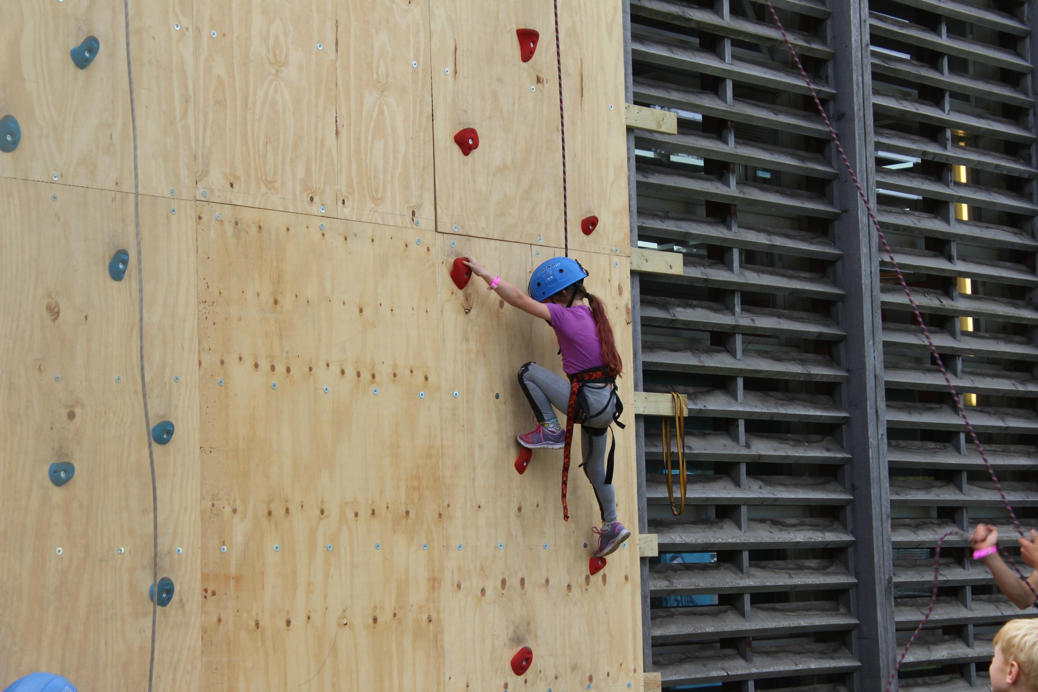 baya-climbing-wall-good-life-experience
