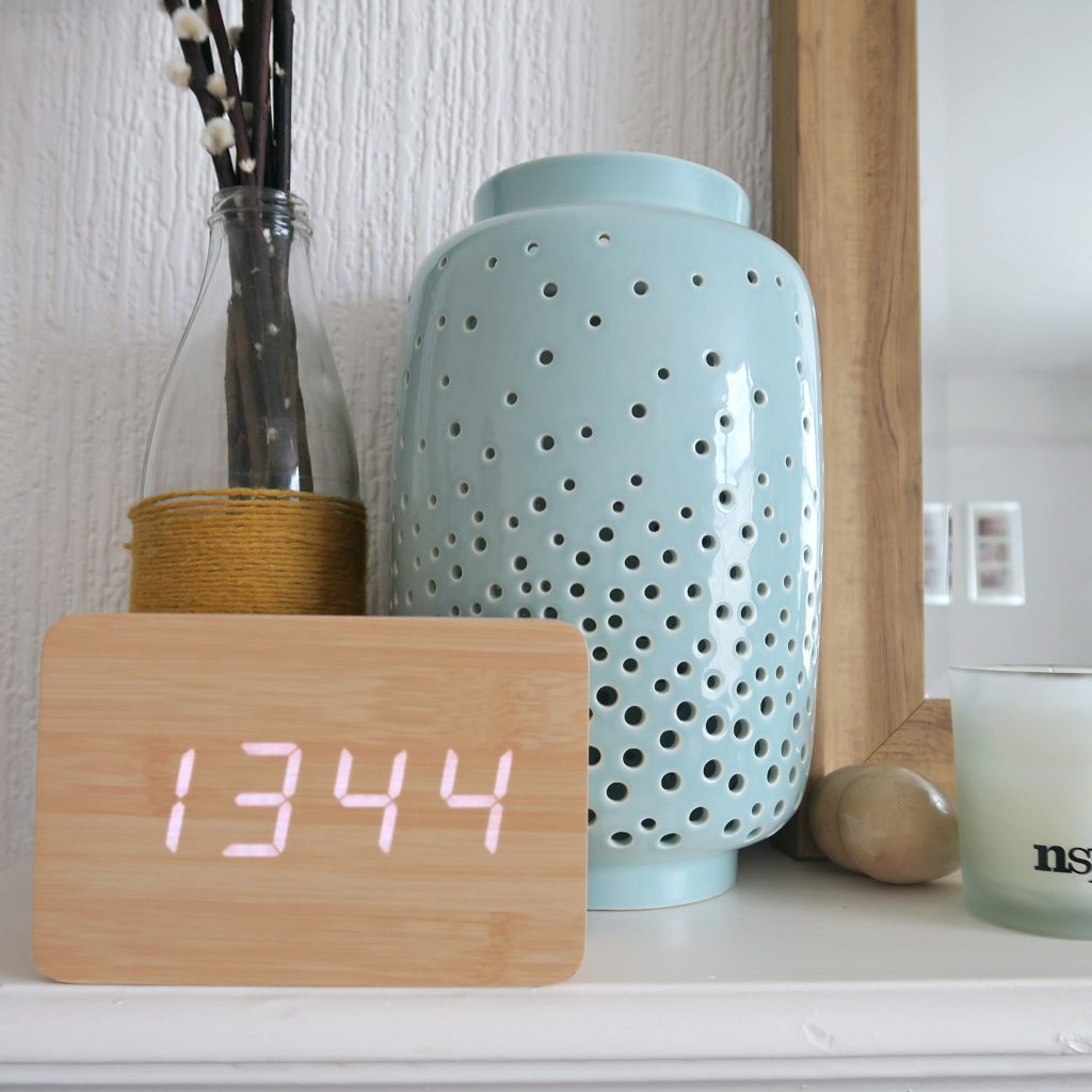 friday feels  - led clock